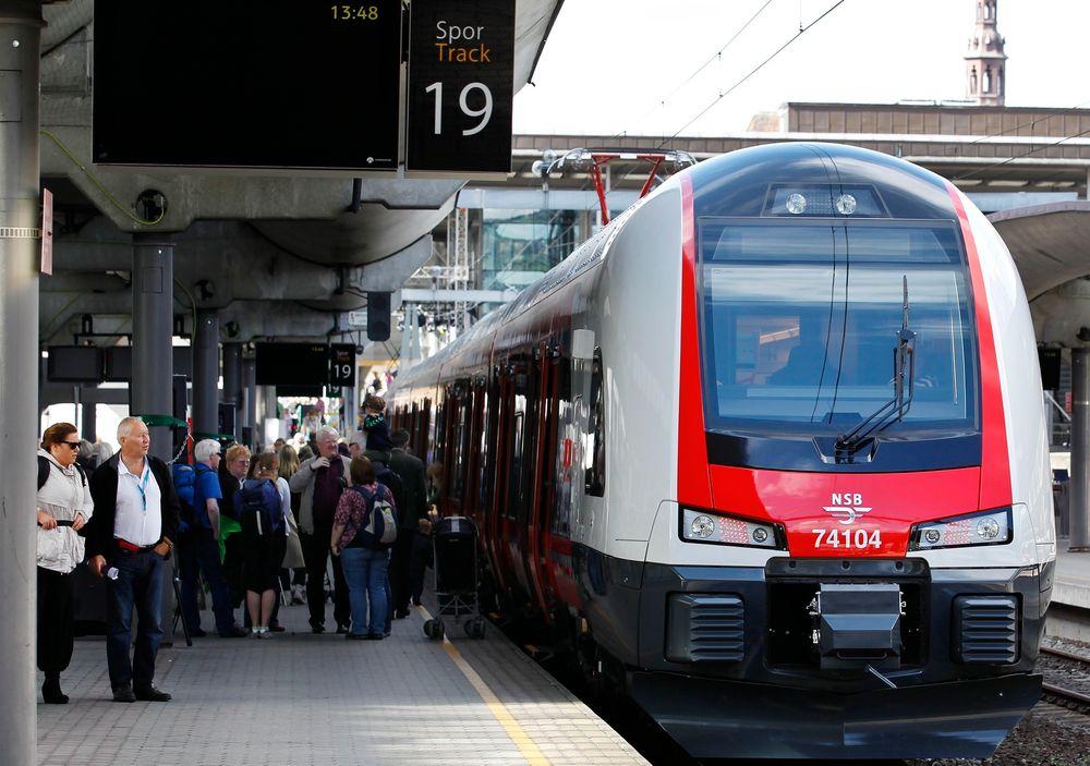 Mandag morgen står togene mellom Oslo S og Skøyen på grunn av en ukjent signalfeil.