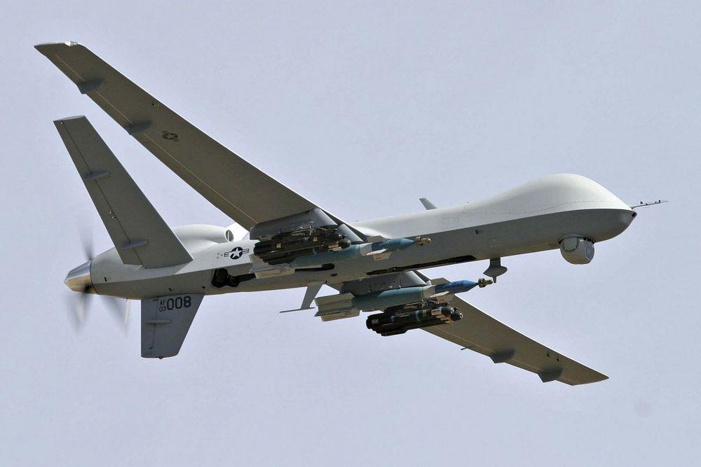 MQ-9 Reaper har en maksimal avgangsvekt på 4763 kg. Dronen kan bære 386 kg internt og 1361 kg eksternt.