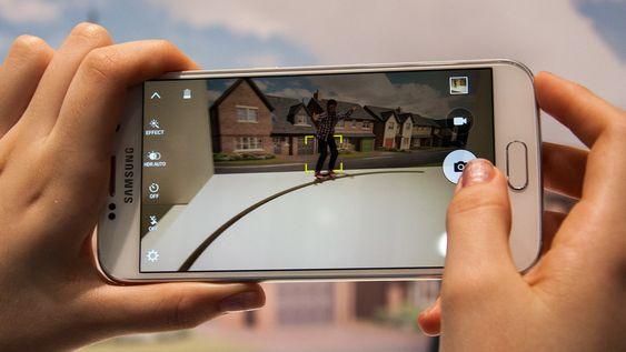 Kameraet har autofokus med sporing av objekter i bildet.