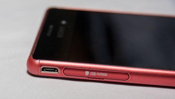USB-kontakten er nå uten luke.