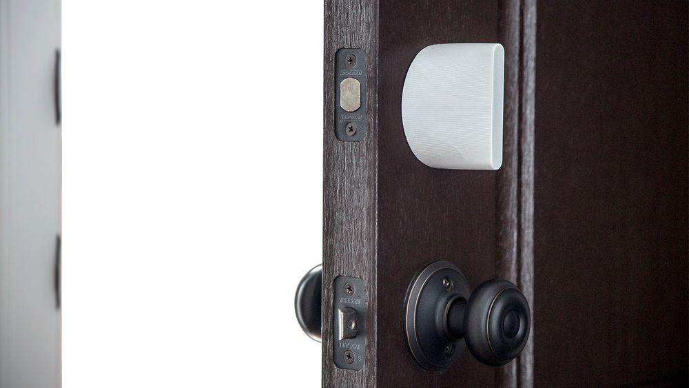 Danske Sesame Labs hadde utviklet en smartlås som låses opp via smarttelefonen. Et par dager før deres Indiegogo-lansering hadde en amerikansk konkurrent lansert sitt produkt på Kickstarter. Hva het det? Sesame.