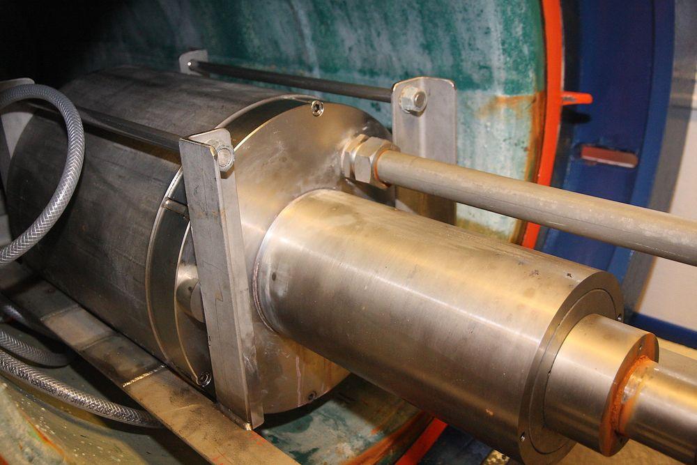 Trykktanken med delen av Void-systemet som inneholder stempeldelen. Inni tanken ble trykket simulert til nær 20 bar. Trykket var kraftig nok til å kappe et 75 mm stålrør under demonstrasjonen i november.