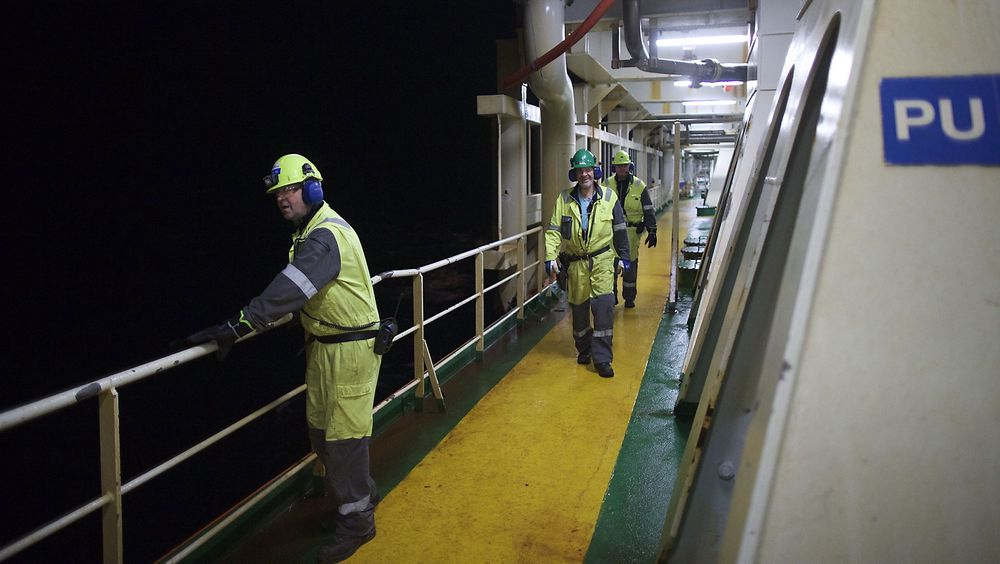 Kritiserer: Her er ansatte på plass på Åsgård-plattformen. Opposisjonen mener statsministeren rakker ned på oljenæringen.
