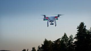 Amazon vil levere post med droner - kan bli stoppet av nytt regelverk