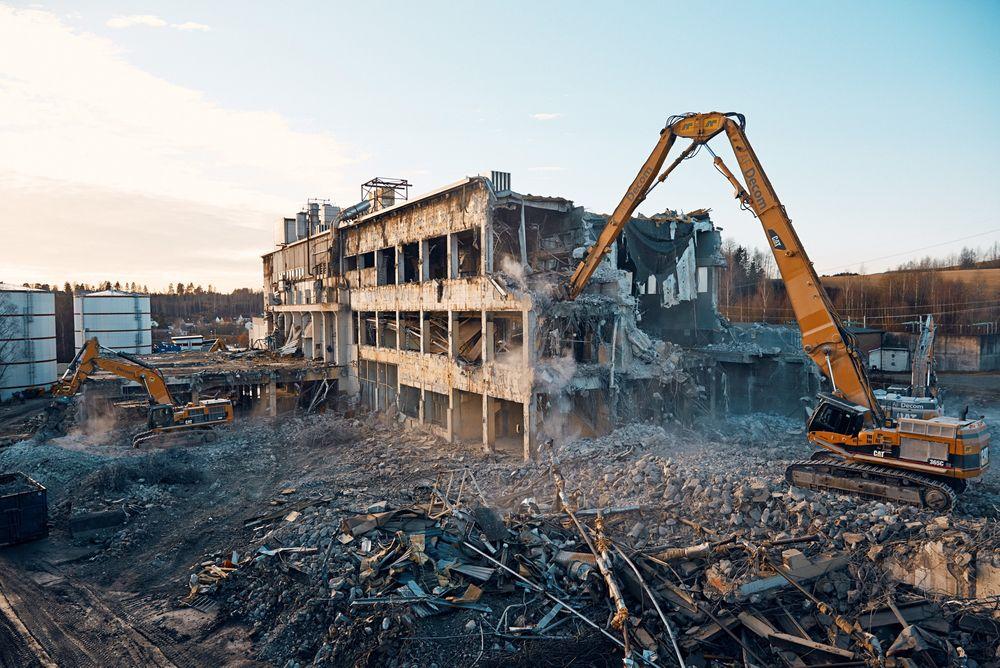 AF Decom rev gamle Follum fabrikker i 2012.