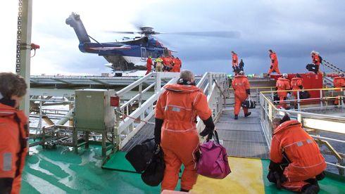 I dag flyr helikoptrene maksimalt 200 nautiske mil. Nå skal oljeselskapene lete 243 nautiske mil fra land