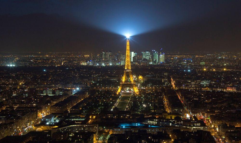 Forbudt: Det er ikke lov å fly sivile droner over Paris. Bildet viser Eiffeltårnet mitt i den franske hovedstaden.