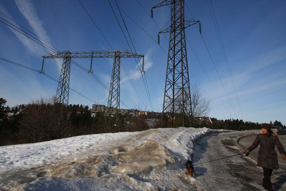 Økningen i strømforbruket og den ventede befolkningsøkningen i Oslo gjør det nødvendig å oppgradere spenningen i kraftnettet i Oslo fra 300 til 420 kV. En slik spenningsoppgradering øker ledningenes overføringskapasitet med hele 60 prosent, ifølge Statnett.