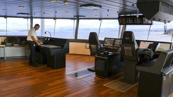 Digitalt kartbord med NavStation om bord «Island Performer», som eies av Island Offshore.