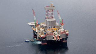Mann falt i sjøen i Barentshavet