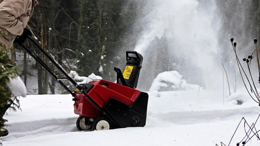 Når snøen laver ned er det behagelig å slippe å gjøre ryddingen helt selv. Vi har snakket med noen av leverandørene om årets nyheter på snøfreser-fronten.