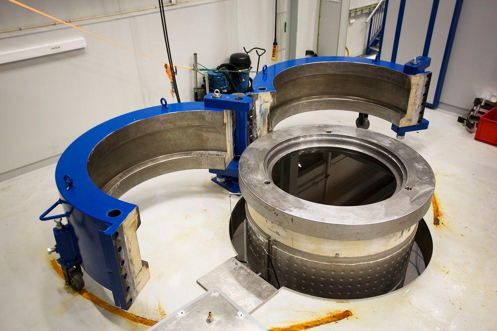 Høyt trykk: Siemens' 50 tonn tunge trykktank i Trondheim rommer 5000 liter og kan teste på hele 480 bars trykk, mer enn nok til å simulere trykket på 3000 meters dyp.