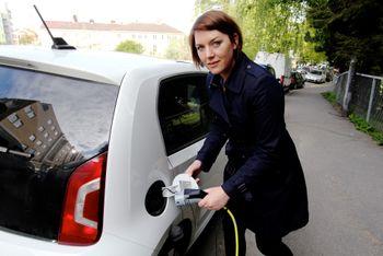 - Uheldig at Gjensidige-sjefen skaper inntrykk av at elbiler er brannbomber, sier Christina Bu i Norsk Elbilforening.