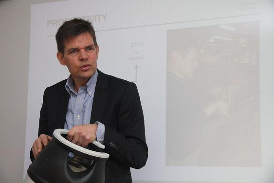 Administrerende direktør Skjalg Stavheim i Hexagon Ragasco får med de ansatte på hele tiden å jage etter forbedringer i produksjonen.
