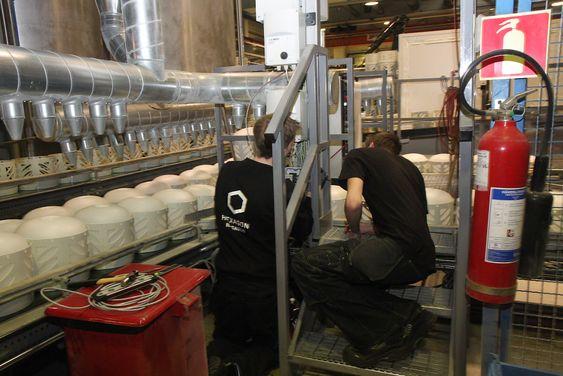 Preventivt vedlikehold og kontinuerlige justeringer for å få produksjonen til å gå optimalt.
