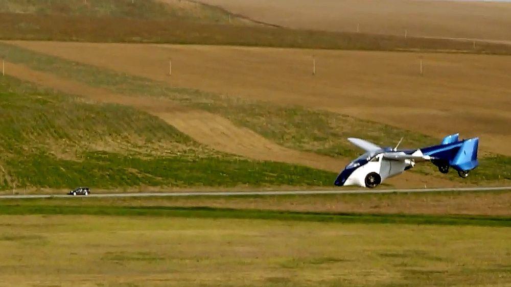 Aeromobils prototyp 3.0 har vært i lufta siden i fjor høst. Etter en skjermlanding 8. mai er flytestene nå satt midlertidig på vent.