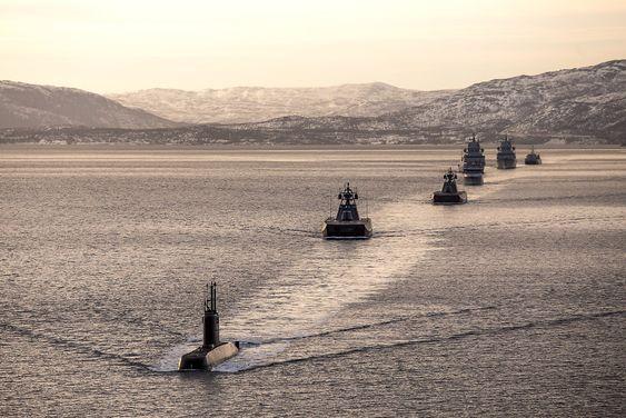 - Marinen og Kystvakten innfører en rekke nye plattformer, som vil øke effekten og utholdenheten i nasjonale og internasjonale operasjoner. På sikt vil moderniseringen av dagens fartøy og nye fartøy gi mulighet for nye løsninger innenfor overvåking, langtrekkende bekjempning og samvirke med ubemannede plattformer. Våre undervannsbåter representerer i så måte en strategisk viktig kapasitet og skal videreføres, heter det i Prop. 73 S.