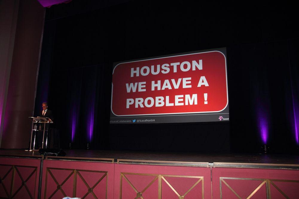 Humoristisk: Med Houstons mest brukte slogan fikk Statoils Mexico-sjef Helg Hove Haldorsen vist at oljeprisen er hovedproblemet for hele industrien.