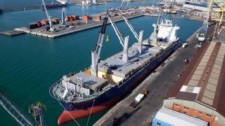 Kranene på skipet skal generere strøm når lasten senkes