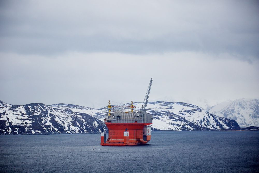 Slik så det ut da Goliat-flyteren ankom Hammerfest i april. Etter to uker med kontroller og tester er FPSO-en nå på vei ut til feltet i Barentshavet.