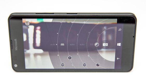 Kameraappen gir deg manuell kontroll over blant annet fokus og lukkertid.