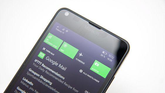Windows Phone har med tiden fått en rekke forbedringer, inkludert en varselmeny med snarveier til ofte brukte funksjoner.