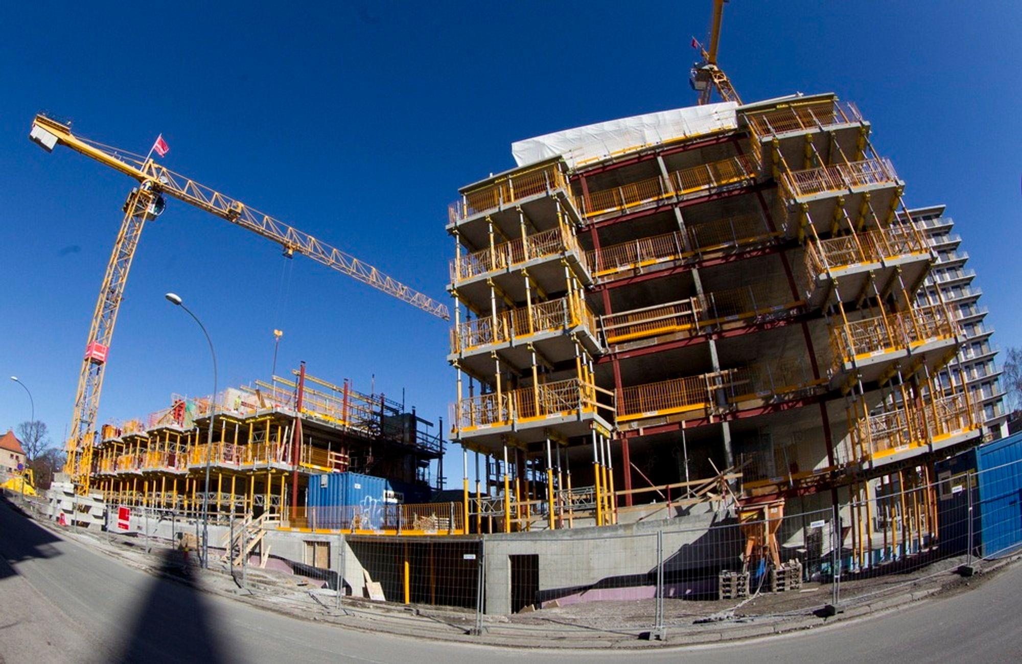 Veidekke lar seg ikke skremme av prisfallet i boligmarkedet i juni, og fortsetter utbygging av boliger som planlagt. Illustrasjonsfoto.