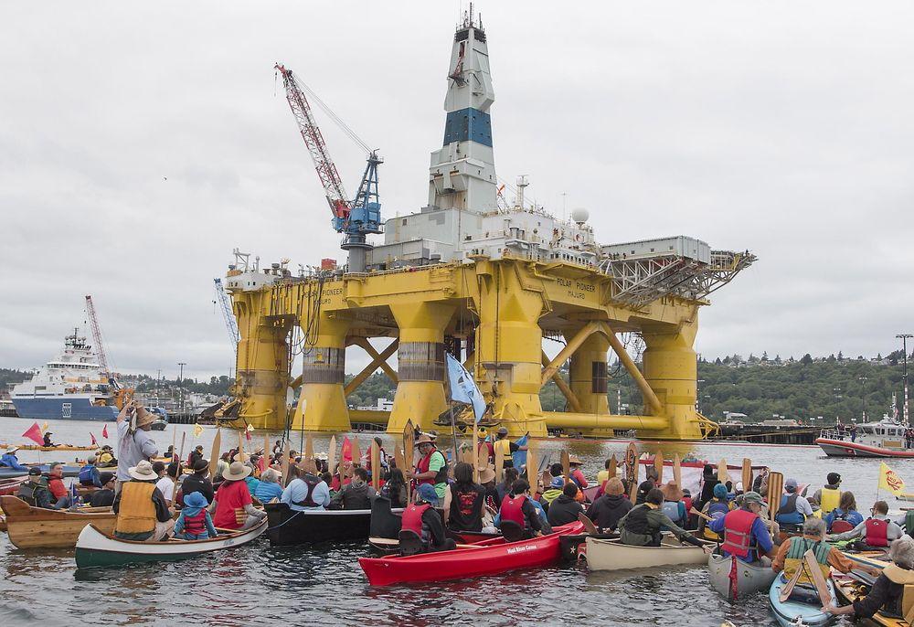 Søndag demonstrerte folk i kajakker og kanoer ved Seattle mot Shells planer om å bore etter olje i Arktis.