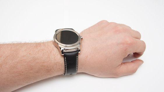 LG Watch Urbane kommer med klokkereim i lær. Denne kan byttes ut med vanlige reimer.