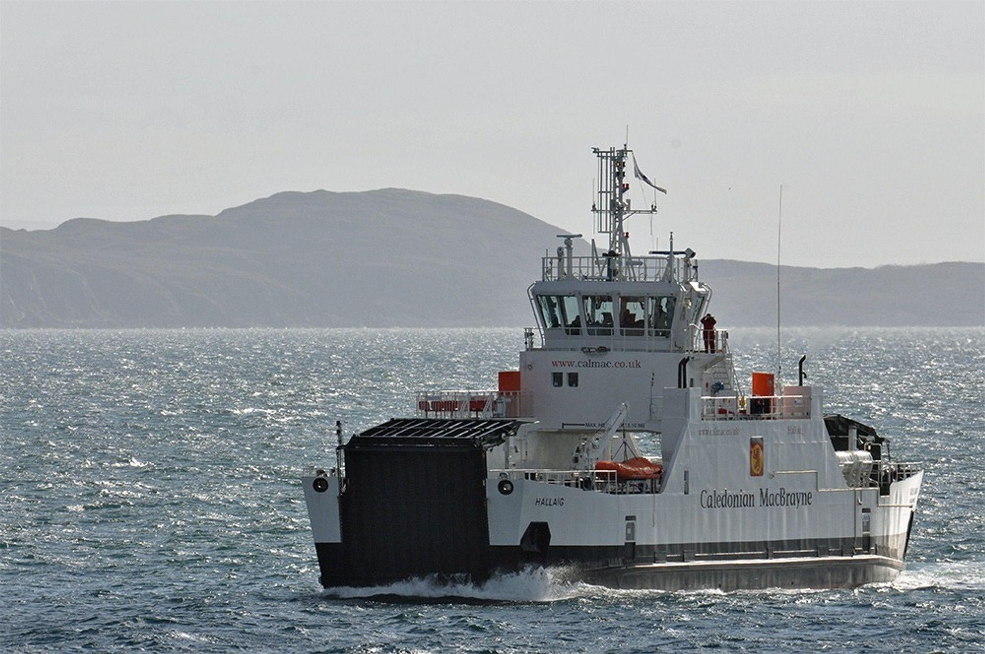 På tur: MV Halliag trafikkerer ruten Sconser og Raasay og tar 150 passasjerer og 23 biler. Det diesel-elektriske framdriftssystemet med batteribank bidrar til reduserte utslipp og drivstofforbruk med opp mot 38 prosent.