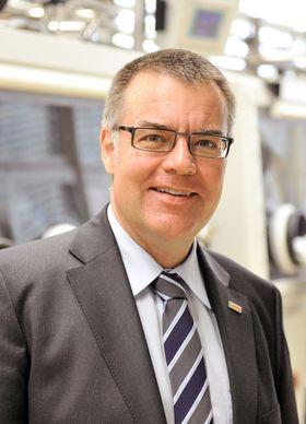 Selvkjøresjefen: Dr. Ing. Dirk Hoheisel i Bosch leder rundt 2000 forskere som utvikler sensorer og programvare som trengs for å få den selvkjørende bilen inn på motorveien i 2020.