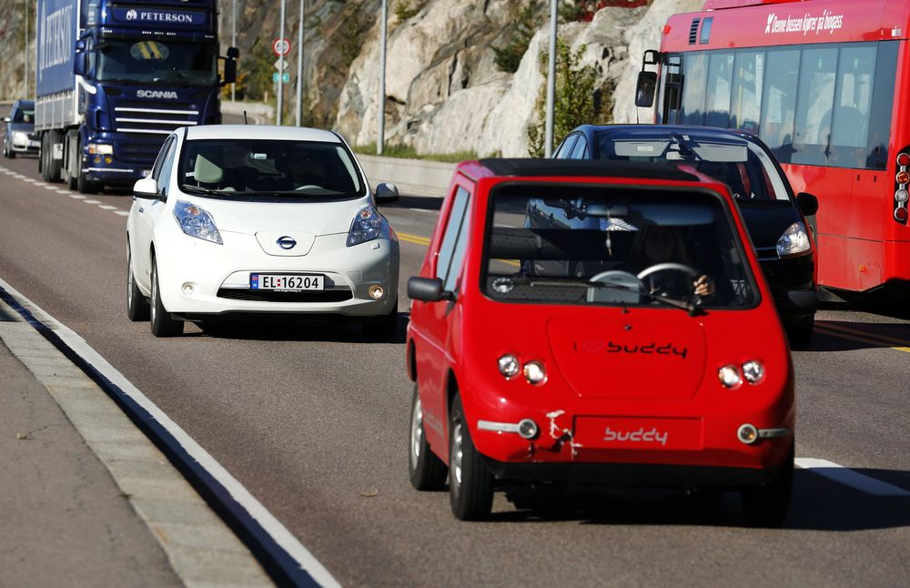 Vegvesenet forslår en prøveordning på E18 inn til Oslo, derkun elbiler med passasjer får kjøre i kollektivfeltet.