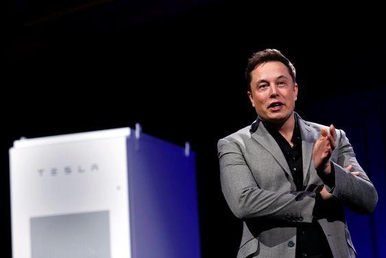 Tesla-sjef Elon Musk presenterte det nye batterisystemet torsdag.