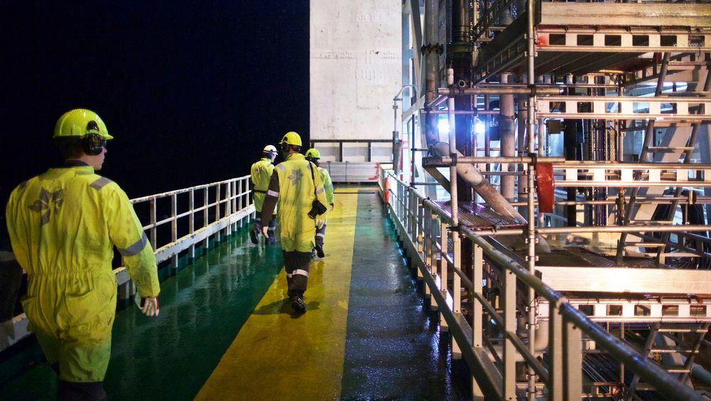 Offshorearbeidere, her på Åsgard, og deres arbeidstid har vært blant temaene i Arbeidstidsutvalgets rapport. Nå fruykter Petroleumstilsynet at foreslåtte endringer kan svekke sikkerheten.