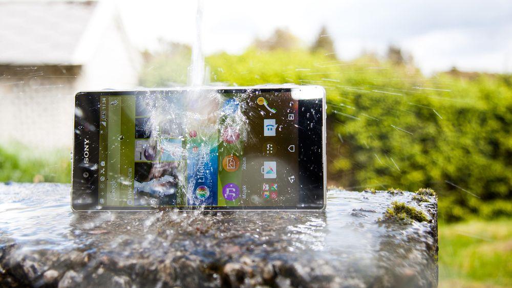 Sony Mobile fortsetter å lansere nye modeller, men sier samtidig opp svært mange.
