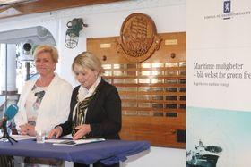 -Ikke enkelt! Det sa næringsminister Monica Mæland om å fortelle om regjeringens 71 tiltak i ny maritim strategi på 15 minutter. Finansminister Siv Jensen (t-.v)  hjalp til i noen minutter.