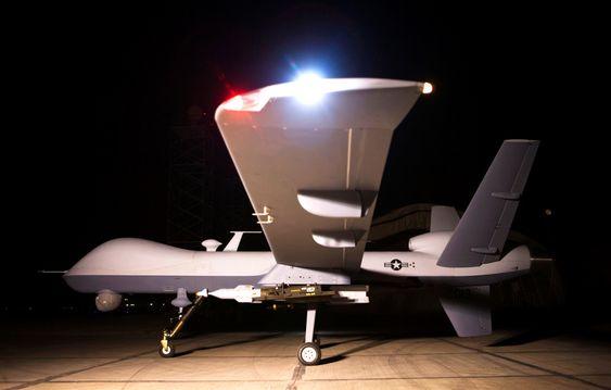 En MQ-9 Reaper på en base i Afghanistan der den opererer fra og vedliekholdes, mens den flys fra Creech Air Force Base i Nevada. I framtida kan også flygeren være i lufta, dog i et annet fly.