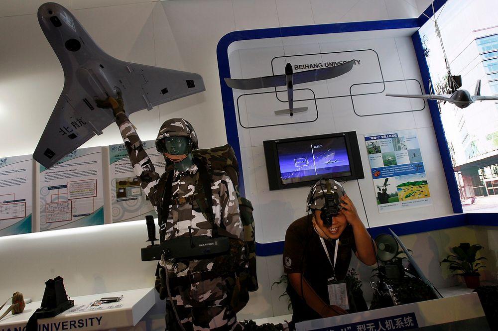 Bygger: Kina har jobbet med å utvikle droner til militært bruk i flere år. I dette arkivbildet vises en kinesisk drone som kan håndteres av en soldat.