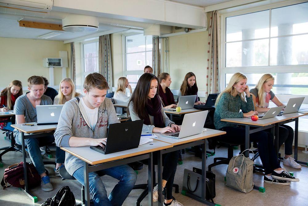 I dag blir PC-er brukt i stort sett all undervisning, hvor internett er en betydelig del. En prøveordning med internett under eksamen går inn i siste fase denne eksamensperioden.