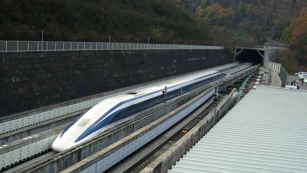 Det japanske høyhastighetstoget Maglev satte tirsdag ny verdensrekord, med en toppfart på 603 kilometer i timen.