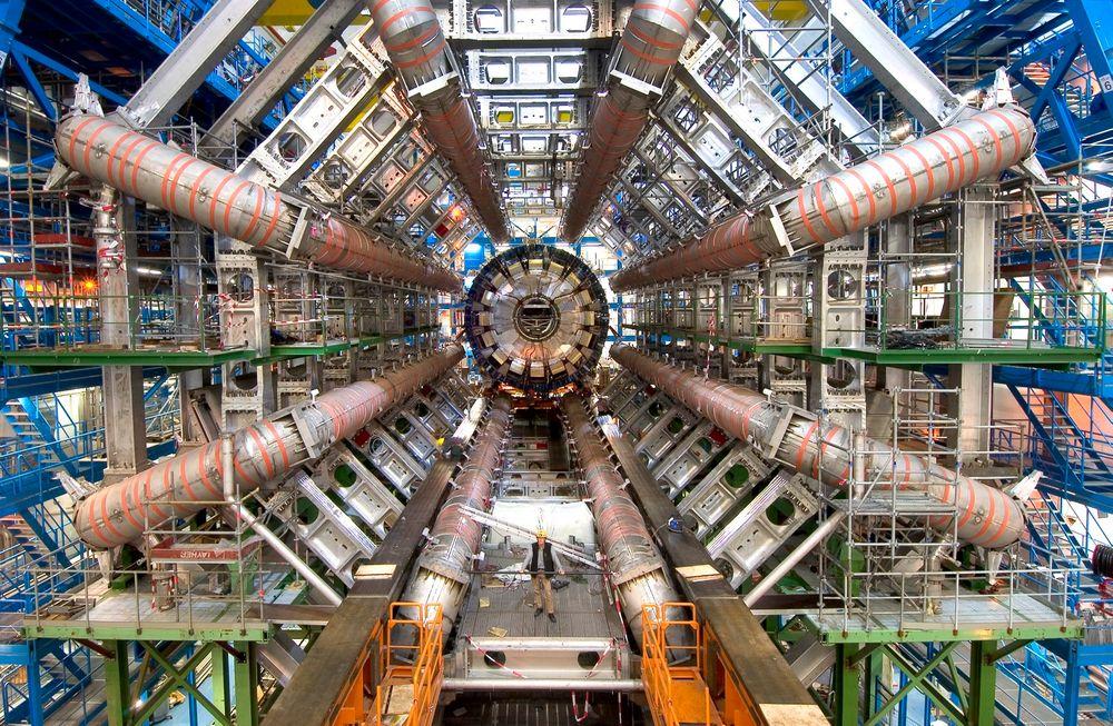 Akselerator: Det har jobbet nordmenn ved Cern siden starten, men vi har manglet kompetanse på partikkelaksererasjon. Når skal det rettes opp med utdannelse ved Universitetet i Oslo.