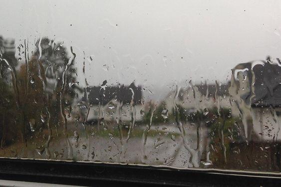 Utsikten fra stuevinduet mitt når det er uvær på Stord.
