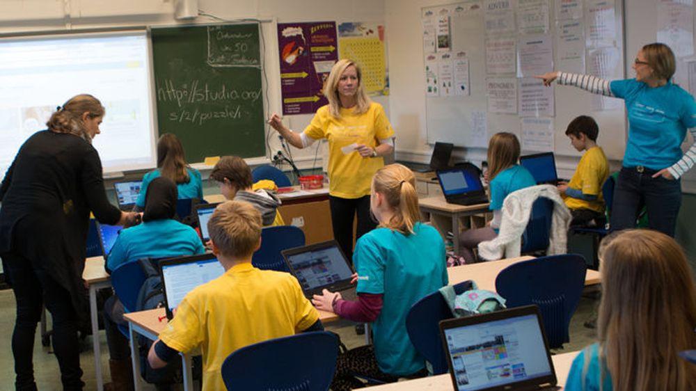 En samlet IT-bransje krever at koding blir obligatorisk fag i skolen. Arkivfoto fra kodetime hos Ullevål skole i Oslo.