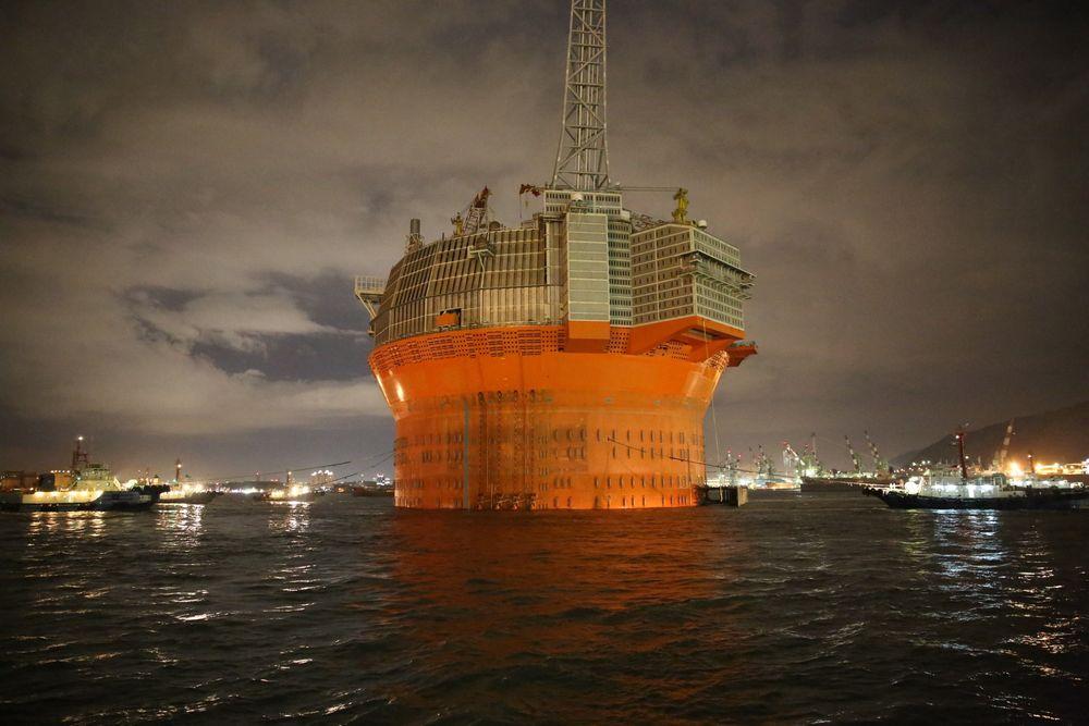 Her flyter Goliat utenfor Hyundais verft i Ulsan. Bildet er fra 19. desember, rett etter at den ble sjøsatt.