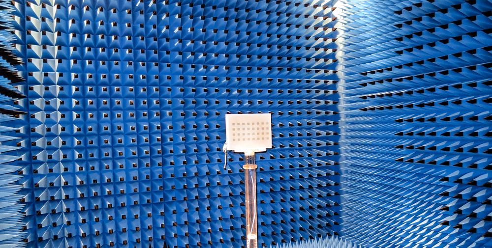 Prototyp: Antennen som er konstruert ved Høgskolen i Narvik kommuniserer bredt i området 4,4 til 4,9 GHz. Antennen er målt i antennelabben ved NTNU, og tapene er begrenset til mellom 3 og 4 dB. En fremtidig variant av antennen kan bruke MEMS-elementer i svitsjenettet i stedet, og det vil kunne halvere tapene.