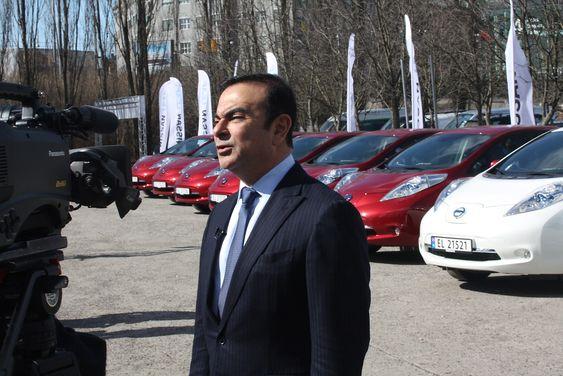 Nissan-sjef Carlos Ghosn på plass i Norge i forbindelse med en Leaf-lansering i 2013.