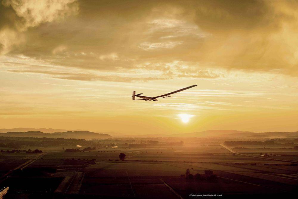 Solar Impulse 2 skal i løpet av fem måneder besøke ti stoppesteder på fleste kontinenter, helt uten å bruke en dråpe fossilt drivstoff.