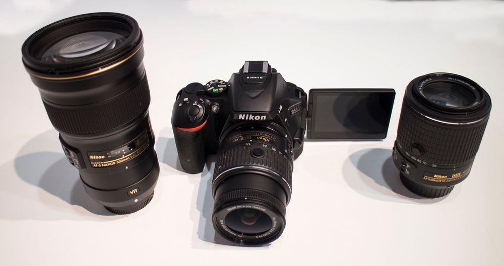 Til mobilbrukerne: Nikon vil friste folk som tar bildene med mobiltelefonen med noe bedre. Nye D5500 og de nye objektivene er mindre og bedre enn noen gang.