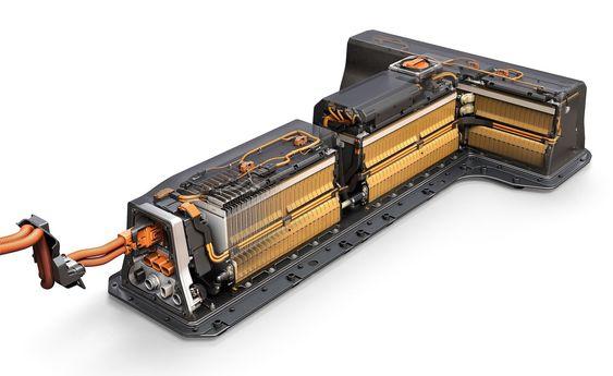 Det nye litiumionebatteriet veier mindre enn forrige generasjon og har tyngdepunktet lavere.