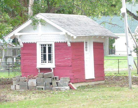 Jernbanesvillene ble brukt til å bygge dette tehuset, da jernbanen ble fjernet etter James Garfields død.